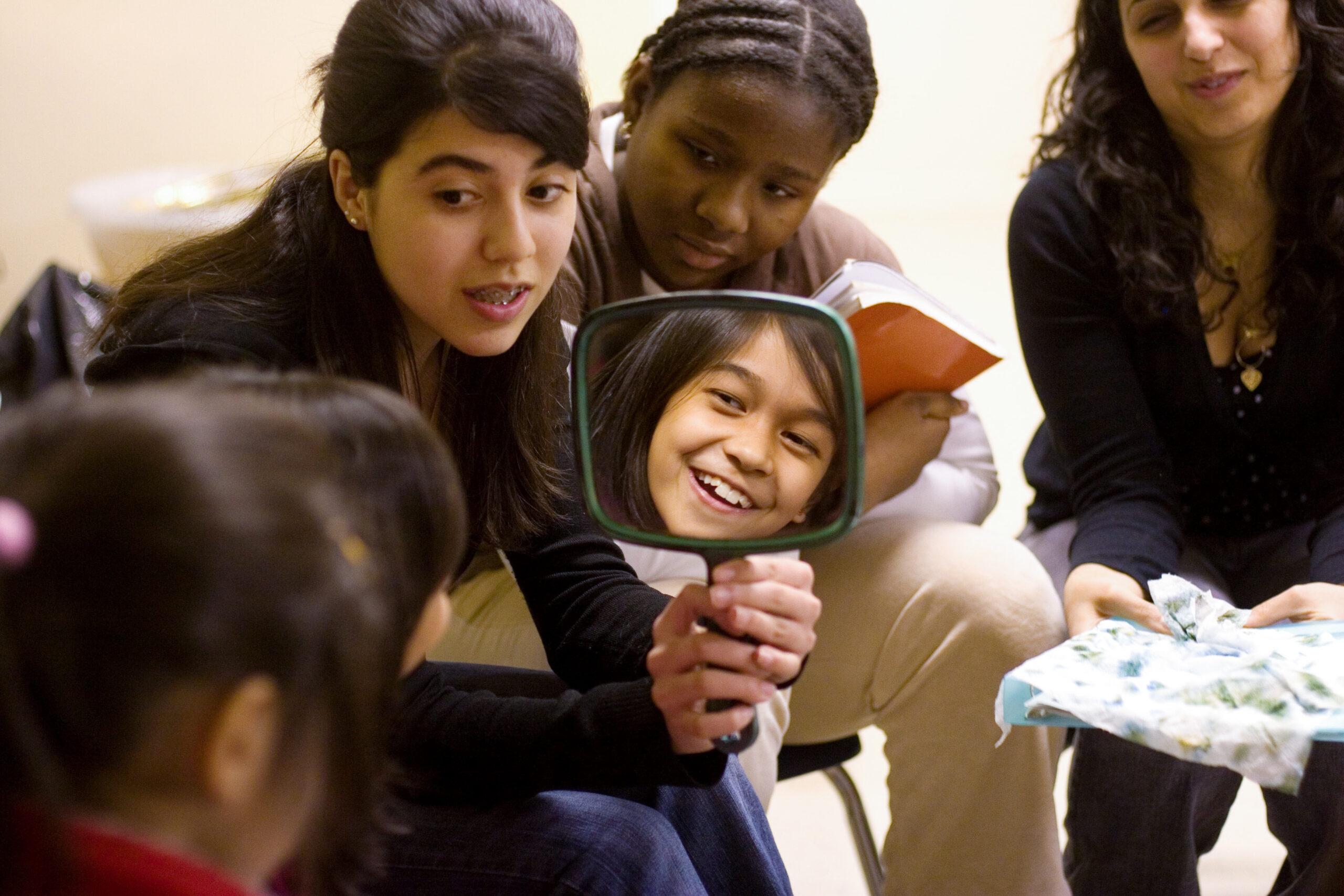 Ungdomar - lek - undervisning - läger